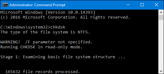 چگونه مشکلات هارد دیسک را با chkdsk در ویندوز 7، 8 و 10 رفع کنیم هر زمانیکه شما با خطاهای هارد درایو روبرو هستید ( یا حتی رفتار عجیب و غریبی که در اولین نگاه ممکن است هیچ ارتباطی به هارد درایو نداشته باشد) چک دیسک chkdsk ویندوز میتواند یک نجات دهنده باشد. در اینجا یک راهنمای کامل برای استفاده از ابزار چک دیسک chkdsk که همراه با هر نسخه از ویندوز میباشد، ارائه میشود. تعمیر هارد بدسکتور گیری با chkdsk ویندوز با چک دیسک chkdsk چه کنیم ( و چه موقع از آن استفاده کنیم)؟ ابزار چک دیسک Check Disk، همچنین به عنوان دستور chkdsk شناخته میشود (چونکه شما از آن فرمان برای اجرایش استفاده میکنید) کل هارد درایوتان را برای پیدا کردن مشکل،تعمیر هارد و بدسکتور گیری و رفع آن اسکن می کند. این یک ابزار خیلی هیجان انگیزی نیست ( و همچنین زمان بر هم هست)، اما واقعا میتواند به جلوگیری از مشکلات بزرگتر و از دست دادن اطلاعات در دراز مدت کمک کند. chkdsk چندتا کار انجام میدهد که به چگونه اجرا شدن آن وابسته است: کار اصلی chkdsk اسکن یکپارچگی فایل سیستم و متادیتای فایل سیستم بر روی پارتیشن دیسک و رفع هرگونه خطاهای منطقی فایل سیستم است که پیدا کند. چنین خطاهایی ممکن است شامل خرابی در کل جدول اصلی (MFT) باشد، توصیف کننده های امنیتی بد با فایلها و یا حتی انحرافات مهر زمانی یا اطلاعات سایز فایل در مورد فایلهای شخصی، باشند. همچنین chkdsk میتواند به صورت آپشنال هر سکتور موجود بر روی دیسک را برای جستجوی بدسکتورها اسکن کند. بدسکتور به دو صورت مشخص میشوند: بد سکتور نرم، که میتواند زمانی رخ دهد که اطلاعات خیلی بد نوشته شده باشند، و بد سکتورهای سخت زمانی رخ میدهد که دیسک از لحاظ فیزیکی آسیب دیده باشد. chkdsk برای رفع این مشکلات از طریق تعمیر بدسکتورهای نرم تلاش میکند و بدسکتورهای سخت را علامتگذاری میکنند بطوری که آنها دوباره استفاده نخواهند شد. البته در کل در تعریف بد سکتور ما سه نوع بد سکتور داریم که می توانید به مقاله بدسکتور چیست و چگونه تعمیر میشود مراجعه نمایید. همۀ اینها بسیار فنی هستند، اما نگران نباشید: شما لازم نیست ورودی و خروجیها را درک کنید و نیازی نیست چگونگی عمل آنها را متوجه شوید و یا نحوۀ کار کردن آنها را بدانید. ما توصیه میکنیم که chkdsk را هر چند ماه یکبار بعنوان بخشی از پروسه تعمیر و نگهدار
